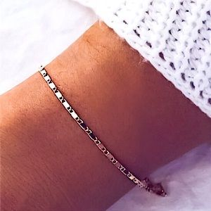 ⚜️[𝟯/$𝟭𝟴]⚜️Gold Simple Delicate Bracelet NEW